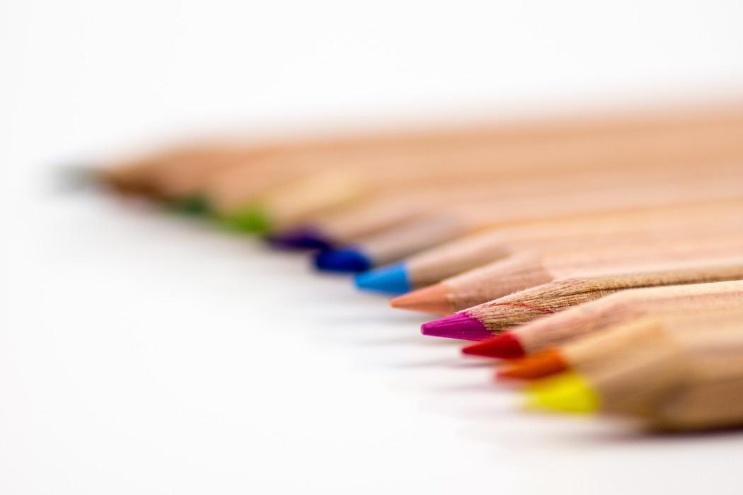 creative-desk-pens-school