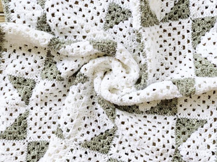 Modern Farmhouse Granny Afghan – Free CrochetPattern